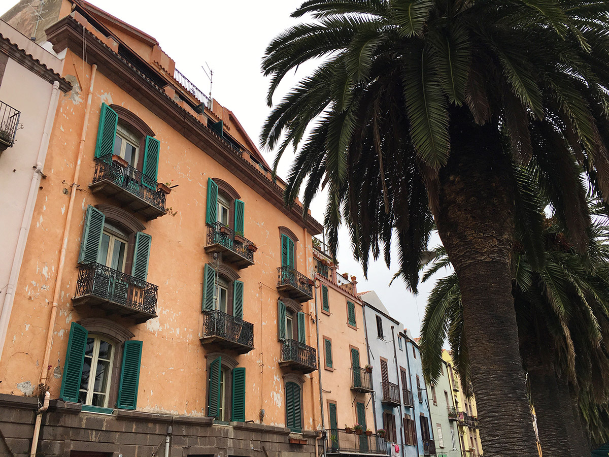 Palms and colors on the streets of Bosa