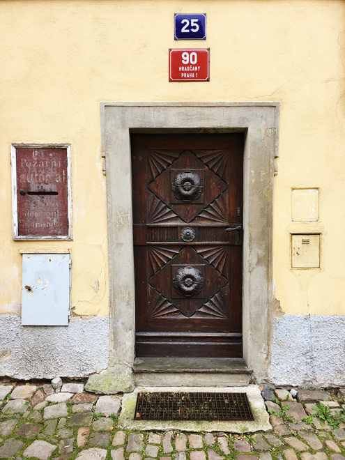 Beautiful door in Prague | The Baguettenbergers