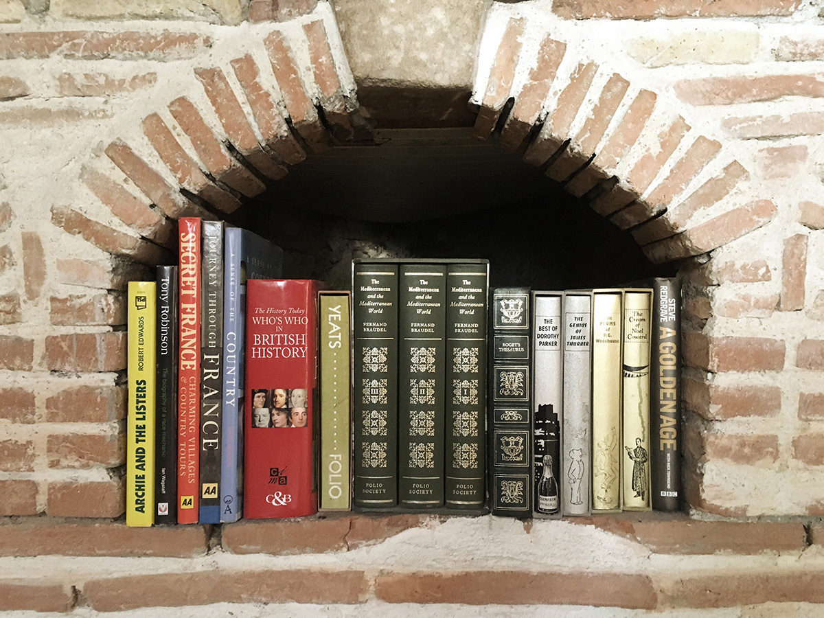 Brick-Bookshelf-French-Country-Decor