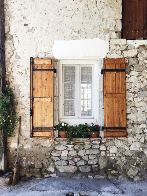 Farmhouse-Window-Pailloles-France
